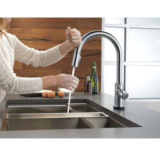 Delta-9159T-DST-Faucet Touch Feature in Use in Arctic Stainless